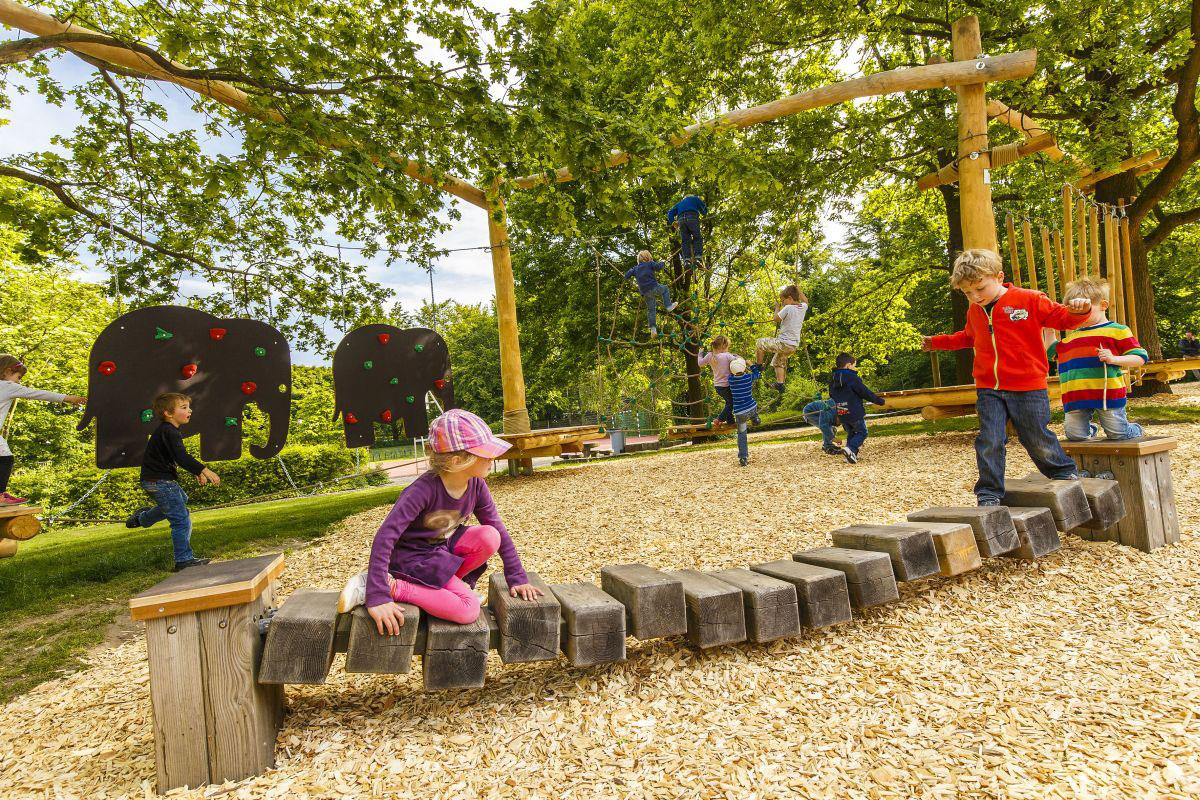 kleinkinder kletterparcours gro er kletterspielplatz. Black Bedroom Furniture Sets. Home Design Ideas