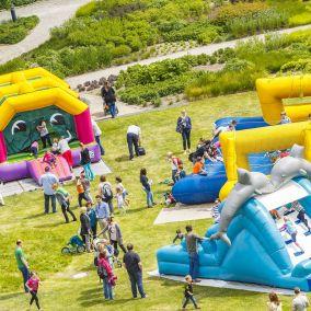 Hüpfburgenfest im Maxipark